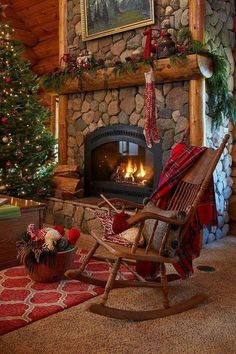 Pin for Later: COZY CABIN RUSTICS. Tour this beautiful log cabin - love the stone fireplace with a roaring fire. Diy Christmas Fireplace, Home Fireplace, Christmas Mantels, Cozy Christmas, Fireplace Design, Country Christmas, Cabin Christmas Decor, Beautiful Christmas, Country Fireplace