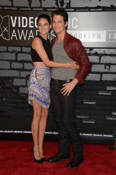 omg please please be a couple, nothing would make me happier. Shailene Woodley and Miles Teller at VMA's #spectacularnow
