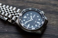 Hello, 007. Today we're going to take a look at what I've always assumed is another one of the worst-kept secrets in modern watchmaking: the Seiko Diver, model number SKX007. It's probably the single best value at any price point, in an automatic watch that fits all the criteria of the infamous ISO 6425, which specifies the criteria for a watch to be able to call itself a diver's watch (at least, in ISO member nations). Yes, it fits both the letter and the spirit of the law, but as with…