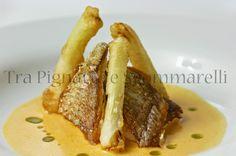 Marmora croccante, con cipollotti in pastella e vellutata di pomodoro