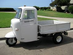 old delivery vehicles - Yahoo Image Search results Scooters Vespa, Vespa Ape, Lambretta Scooter, Motor Scooters, Small Trucks, Mini Trucks, Small Cars, Sidecar, Diy Go Kart
