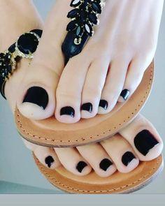 A brazilian that loves feet ( Pretty Toe Nails, Cute Toe Nails, Cute Toes, Pretty Toes, Beautiful Sandals, Beautiful Toes, Sexy Sandals, Bare Foot Sandals, Toe Polish