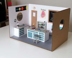 Miniature Science Laboratory - Artist Kyle Bean has created a unique miniature library made of cardboard. From test tube to microscope and other apparatus everything is made of cardboard. Barbie House Furniture, Dollhouse Furniture, Diy Dollhouse, Dollhouse Miniatures, Medical Laboratory Science, Barbie Diorama, Doll Display, Miniture Things, Miniature Dolls