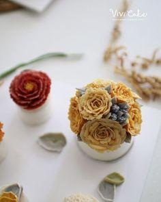 Rice Flower cake . . . www.vivi-cake.com . . #flowercake #korea #design #cake…