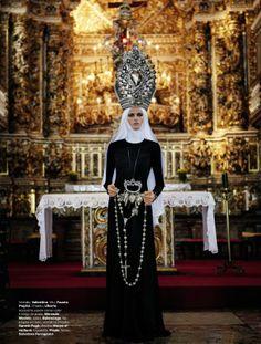 """Editorial """"Cheia de Graça"""" - Vogue Brasil de fevereiro/2013. Clicado em Salvador/BA por Giampaolo Sgura, com edição de moda assinada por Anna Dello Russo"""
