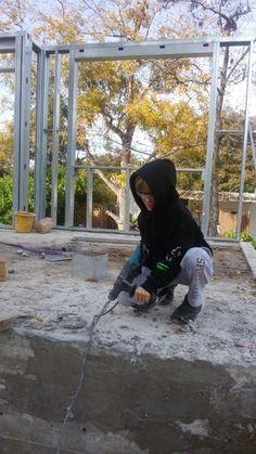 בניית בית לב בגת: העמדת קירות אחרונים בבית
