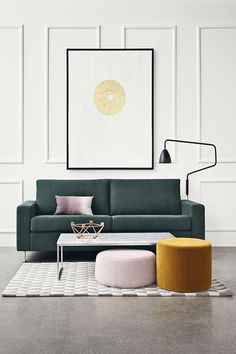This interior really shows the powerful combination of pink with ochre and teal. It keeps the colour classy and grown-up. A simple graphic print also says: this look means business. No place for Barbie!