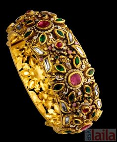 Photo and picture of Tribhovandas Bhimji Zaveri, Basheerbagh, Hyderabad, uploaded by ASKLAILA Gold Bangles Design, Gold Jewellery Design, Gold Jewelry, Rajputi Jewellery, Jewelry Design Drawing, Gold Diamond Earrings, Indian Jewelry, Bridal Jewelry, Jewelery
