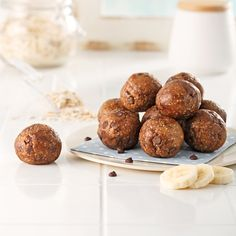 """Energy Balls """"Banana Bread"""" – Caty's Recipes rnrnSource by melissaapo 200 Calories, Oatmeal Bars, Energy Balls, Cold Meals, Muffins, Healthy Snacks For Kids, Banana Bread, Snack Recipes, Ethnic Recipes"""