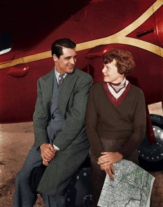 Cary Grant and Amelia Earhart 1935 Iconic Movies, Great Movies, Golden Age Of Hollywood, Old Hollywood, Amelia Earhart Picture, Vintage Year, Aviators Women, Cary Grant, Celebs
