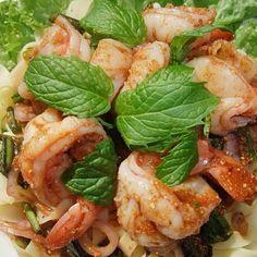 Plaa Goong: spicy shrimps salad