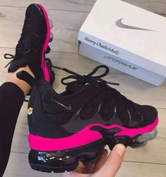 Nike Sneakers For Women : (notitle) Cute Sneakers, Shoes Sneakers, Running Sneakers, Running Shoes, Sneaker Heels, Tn Nike, Zapatos Shoes, Nike Air Shoes, Women Nike Shoes