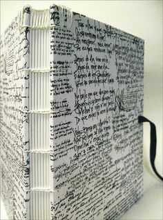 Livro da Andréa uploaded by Ju on We Heart It Handmade Notebook, Diy Notebook, Handmade Journals, Handmade Bags, Handmade Bracelets, Handmade Diary, Handmade Headbands, Notebook Covers, Handmade Crafts