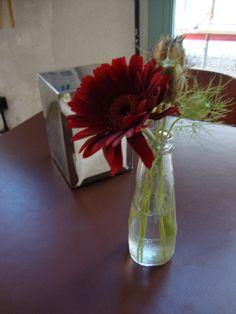 Fresh flowers in a used bottle at a coffee bar in Milan Fiori freschi in una bottiglietta, al bar della Cascina Cuccagna a Milano - Photo by Luisella Rosa http://unpiccologiardino.blogspot.it/