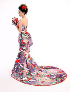 This piece is from a wedding dress company from Gifu, called Angelica. I absolutely love the floral pattern decorated with cranes!
