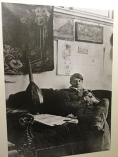Picasso with cat in his studio, Paris, France. Google Image Result for http://3.bp.blogspot.com/-DEAr7Pm-Qbc/Tbb5wDy6u1I/AAAAAAAAAew/ITluNRRnBwE/s320/Picasso%252Bwith%252Bcat.jpg