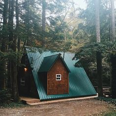 #tinyhousemovement : Tory Savannah  or  ?  #simpleliving #simplelife #tinyhouse #cabinporn #cabinlove by tinyhousemovement