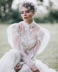 The #Laura is pure royalness. Absolutely #LOVE the #styling by @bridelle.pl and photography by @piechota_magdalena.