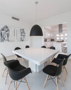 CASA RR8 : Sala da pranzo minimalista di Grupo Arsciniest