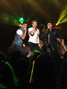 hunter hayes, dan & shay!!! This perfect! All three of them are staring straight at the camera!!!!