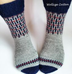 Free pattern Friday: Self-Important Socks Fluffy Socks, Cozy Socks, Knitting Socks, Hand Knitting, Knitting Patterns, Stine Und Stitch, Sock Toys, Knitted Slippers, Patterned Socks