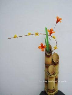 Arranjo floral em Origami  Oribana de lírios no bambu