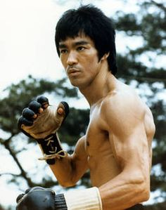 """Bruce Lee Enter The Dragon, With Jeet Kune Do Gloves, i. Brandon Lee, Bruce Lee Martial Arts, Mixed Martial Arts, Wing Chun, Jimi Hendrix, Bruce Lee Fotos, Jeet Kune Do, Idol, Ju Jitsu"