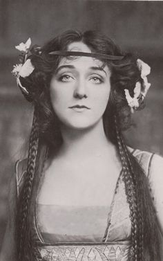 """antique-royals: """"Miss Evelyn D´alroy """" Vintage Photos Women, Vintage Pictures, Vintage Photographs, Vintage Ladies, Royal Photography, Timeless Beauty, Vintage Beauty, Old Photos, Actresses"""