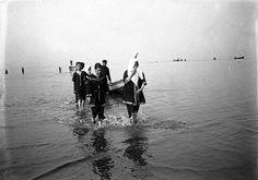 Lisboa de Antigamente: Os alfacinhas vão a banhos: praias de Algés e do Estoril