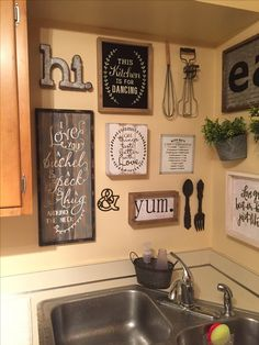 Kleine Wohnzimmerideen 42 ideas farmhouse kitchen wall decor Preparing The Garden For Winter Article Room Wall Decor, Diy Wall Decor, Home Decor, Hobby Lobby Wall Decor, Farmhouse Kitchen Decor, Diy Kitchen, Farmhouse Ideas, Awesome Kitchen, Kitchen Walls