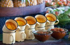 Bobotie in Enamel Mugs at Londolozi, South Africa South African Dishes, South African Recipes, Ethnic Recipes, Kos, Wine Recipes, Cooking Recipes, Braai Recipes, Party Food And Drinks, Food Presentation