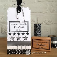 A black & white tag today. Een label in zwart-wit. The stars go with the Dutch words (twinkling stars) De tekststempel met ster. Distress Markers, Distress Oxide Ink, Dutch Words, Snow Pictures, Colorbox, Old Sewing Machines, Calendar Pages, Christmas Tag, My Stamp