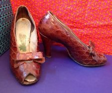 LOOK!! Brown Alligator Leather Pumps Size 6 1940s Vintage Gorgeous Heels WWII