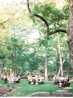 Kaylee und Seth, Gartenhochzeit in Pfirsich- und Minttönen von Michelle Boyd Photography - Hochzeitsguide
