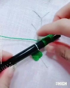 Simple Embroidery Designs, Hand Embroidery Patterns Flowers, Ribbon Embroidery Tutorial, Basic Embroidery Stitches, Hand Embroidery Videos, Hand Work Embroidery, Embroidery Flowers Pattern, Embroidery Techniques, Broderie Simple