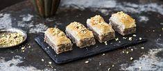 Baklava on Lähi-Idästä kotoisin oleva supermakea herkku. Se valmistetaan filotaikinalevyistä, pähkinöistä ja hunajasta voita ja sokeria säästelemättä.