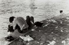 blackpicture: Izis Bidermanas Bord de Seine. Paris (1976)