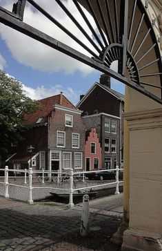 Leiden, Groenhazegracht, the smallest house in town. Rotterdam, Leiden Netherlands, South Holland, Amsterdam Holland, Most Beautiful Cities, Going Home, Dutch, Places To Visit, Smallest House