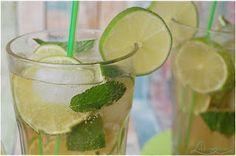IPANEMA. Den alkoholfreien Cocktail trinkt Lyle immer im Flight Inn.  www.caeron.de Fish Recipes, Snack Recipes, Snacks, Cocktail Drinks, Lemonade, Starbucks, Smoothies, Brunch, Lime