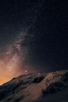 apple-ios8-iphone6-plus-official-darker-starry-night-2-wallpaper
