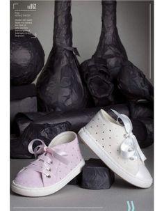 Παπούτσι βαπτιστικό Babywalker sneaker απο suede δέρμα με διακόσμηση  Swarovsky και ύφασμα που δένει με satin 0c44a96a7bc