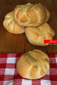 pane a pasta dura (bauletti) Nutella, Bread Recipes, Pasta Recipes, Biscotti, Focaccia Pizza, Cinnamon Cake, Yeast Bread, Bread And Pastries, Bread Rolls