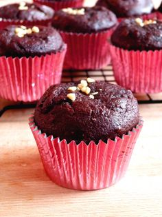 You are going to love these dark chocolate beetroot muffins because they are so moist and gooey inside and so chocolatey! Dark Chocolate Nutrition, Healthy Chocolate, Beetroot Chocolate Cake, Chocolate Cakes, Healthy Cupcakes, Healthy Muffins, Muffins Sains, Coffee Nutrition, Weights