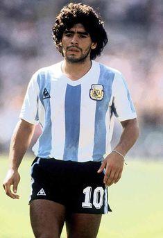 El 18/06/82 Diego Maradona anota, ante Hungría, su primer gol mundialista al 28'. pic.twitter.com/yWndGr5ECc