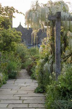 Is Gravetye Manor the perfect English garden? - The Middle-Sized Garden, Easy Garden, Summer Garden, Winter Garden, Flower Landscape, Garden Landscape Design, Gravetye Manor, Meadow Garden, Garden Oasis, Perfect English