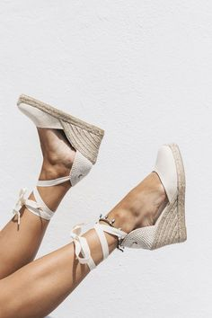 Endless love for espadrilles, so versatile and chic - Summer Shoes Wedge Shoes, Women's Shoes, Me Too Shoes, Shoe Boots, Wedge Sandals Outfit, Wedges Outfit, Boho Shoes, Stylish Sandals, Beach Shoes