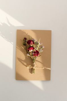 Dried Flowers, Paper Flowers, Flower Bouquet Diy, Handmade Gifts For Boyfriend, Birthday Cards For Friends, Diy Resin Art, Creative Gift Wrapping, Diy Crafts For Gifts, Flower Cards