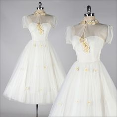 ➳ vintage 1950s dress * most adorable wedding set ever! * white tulle * acetate lining * white and yellow daisy flowers * strapless