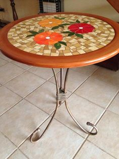 Mosaic Diy, Mosaic Crafts, Mosaic Projects, Mosaic Glass, Mosaic Tiles, Stained Glass Patterns, Mosaic Patterns, Mosaic Patio Table, Mosaic Furniture