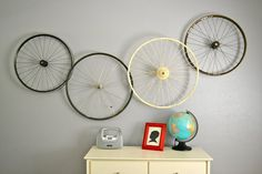 Bicycle wheel wall art. Simple. #bicycledecor